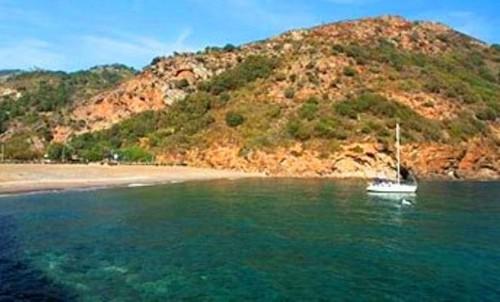 ortano spiaggia isola d'elba viaggi a vela.jpg